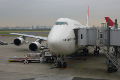 JAL 744