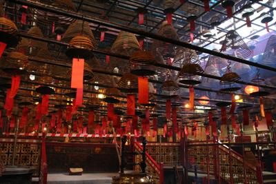 Day2-1 「文武廊」香港の高層ビル群に埋もれるお寺