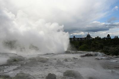 ニュージーランドの間欠泉