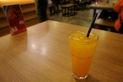 まずはマンゴージュース
